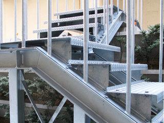 金沢病院階段1.jpg