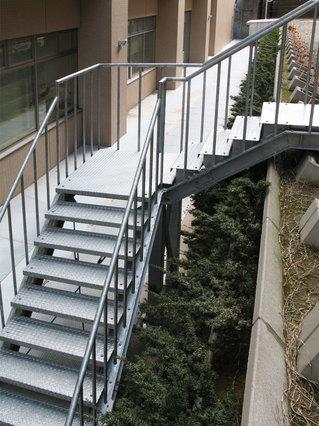 金沢病院階段2.jpg
