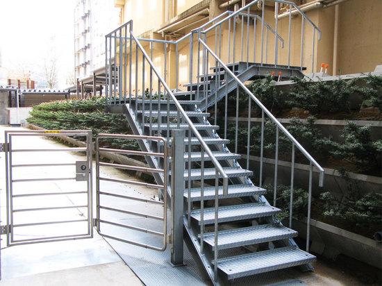 金沢病院階段.jpg